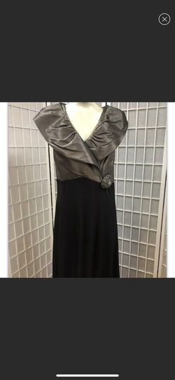 Dress Barn Black Size 18 Plus Size Straight Dress on Queenly