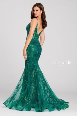 Style EW120032 Ellie Wilde Green Size 12 Train V Neck Plus Size Mermaid Dress on Queenly