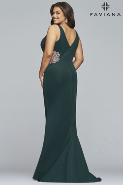 Style 9448 Faviana Green Size 16 Prom Straight Dress on Queenly