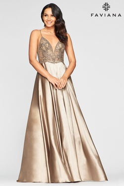 Queenly size 6 Faviana Gold Straight evening gown/formal dress