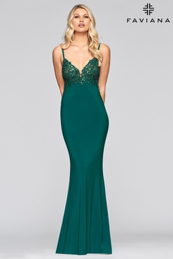 Queenly size 6 Faviana Green Straight evening gown/formal dress