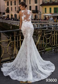 Style 93600 Tarik Ediz White Size 4 Prom Pageant Train Dress on Queenly