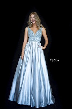 Style 7802 Vienna Silver Size 4 Plunge Backless Ball gown on Queenly