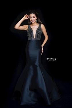 Queenly size 6 Vienna Black Mermaid evening gown/formal dress