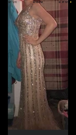 Dave & Johnny Gold Size 4 Jewelled Straight Dress on Queenly