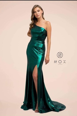 Queenly size 6 Nox Green Side slit evening gown/formal dress