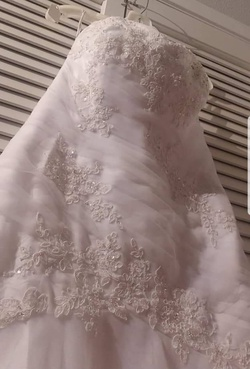 David's Bridal White Size 10 Mermaid Dress on Queenly