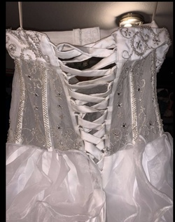 White Size 8 Ball gown on Queenly