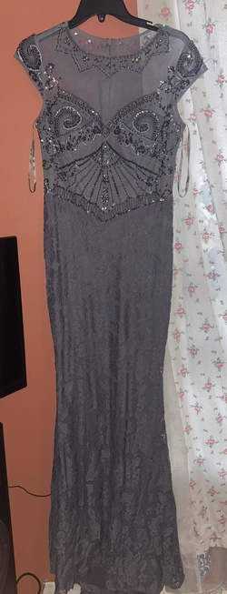Queenly size 6  Silver Train evening gown/formal dress