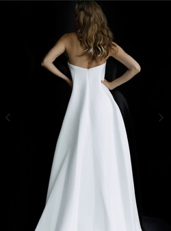 Jovani White Size 2 Straight Dress on Queenly