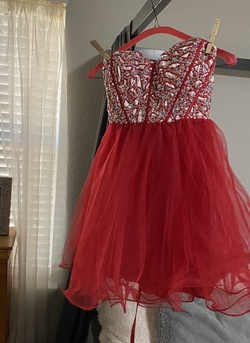 narianna Red Size 2 Sequin Cocktail Dress on Queenly
