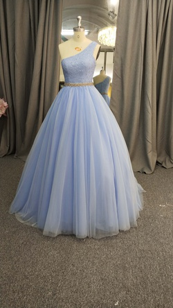 Style C2020-LDuff2 Darius Cordell Light Blue Size 8 Prom Ball gown on Queenly