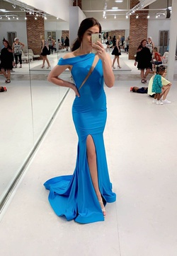 Jessica Angel Blue Size 2 Turquoise Side slit Dress on Queenly
