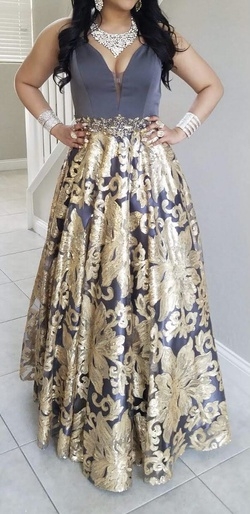 Queenly size 6  Gold Train evening gown/formal dress