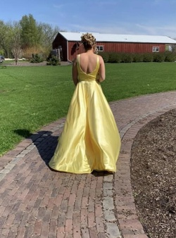 Yellow Size 10 Train Dress on Queenly