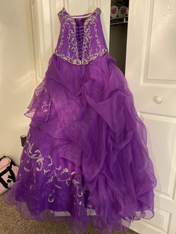 Princesa by Ariana Vara Purple Size 6 Ruffles Quinceanera Ball gown on Queenly