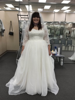 Queenly size 18  White Ball gown evening gown/formal dress