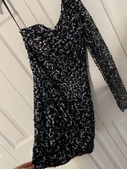 Sherri Hill Black Size 4 Tall Height Cocktail Dress on Queenly