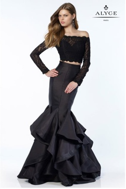 Queenly size 4 Alyce Paris Black Mermaid evening gown/formal dress