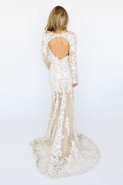 Style 8489 McKenzie Rae White Size 6 Wedding Sleeves Mermaid Dress on Queenly
