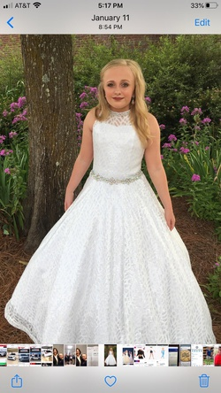 Queenly size 00 Ritzee White Ball gown evening gown/formal dress