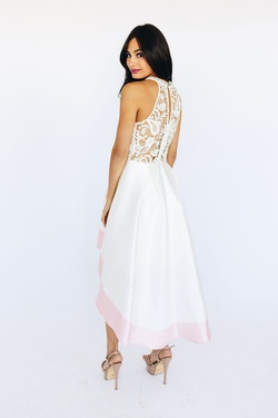 Style D16536 White Size 6 Cocktail Dress on Queenly