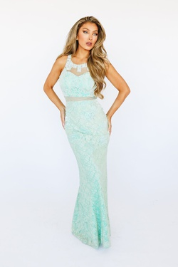 Style D15741 Green Size 2 Straight Dress on Queenly