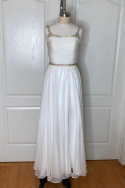 Queenly size 00  White Straight evening gown/formal dress