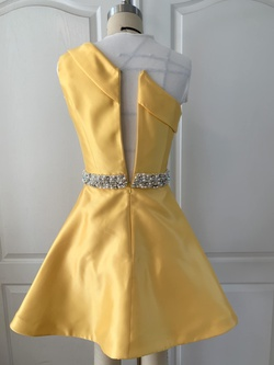Yellow Size 0 Cocktail Dress on Queenly