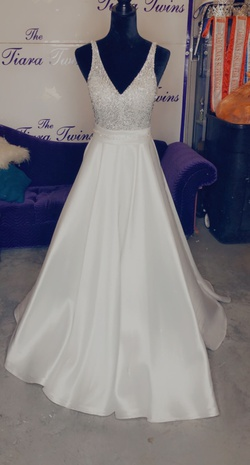 Queenly size 2  White Ball gown evening gown/formal dress