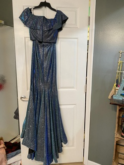 Ellie Wilde Multicolor Size 2 Prom Straight Side slit Dress on Queenly