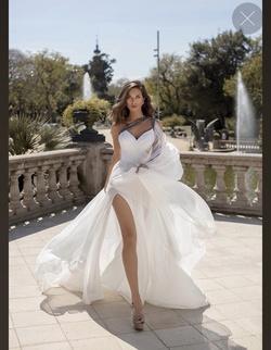 Queenly size 6 Tarik Ediz White Train evening gown/formal dress