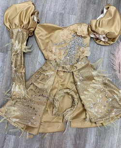 Queenly size 00  Gold Cocktail evening gown/formal dress
