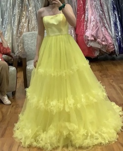 Queenly size 4 Sherri Hill Yellow Ball gown evening gown/formal dress