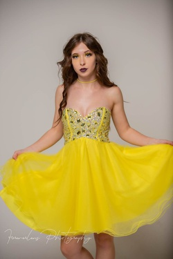 Queenly size 6 HOUSE OF LA'RUE  Yellow Cocktail evening gown/formal dress