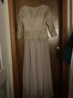 Gold Size 18 Ball gown on Queenly