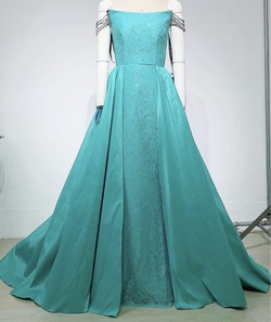 Queenly size 4  Green Straight evening gown/formal dress