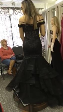 Ellie Wilde Black Size 6 Prom Mermaid Dress on Queenly