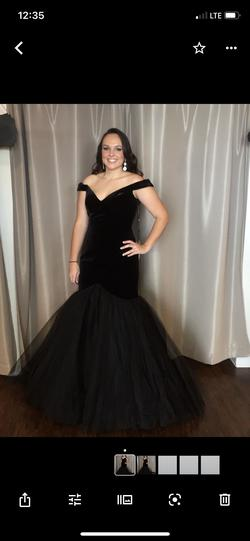 Queenly size 8 Sherri Hill Black Mermaid evening gown/formal dress