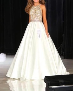 Queenly size 0 Jovani White Ball gown evening gown/formal dress