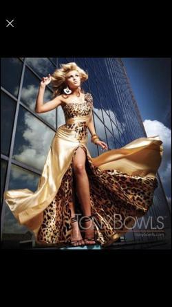 Tony Bowls Gold Size 4 Prom One Shoulder Side slit Dress on Queenly