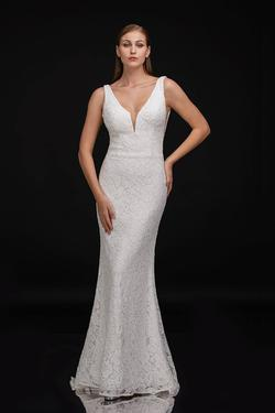 Queenly size 6 Nina Canacci White Straight evening gown/formal dress