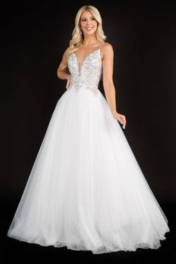 Style 3166 Nina Canacci White Size 16 Plunge Plus Size Lace Ball gown on Queenly