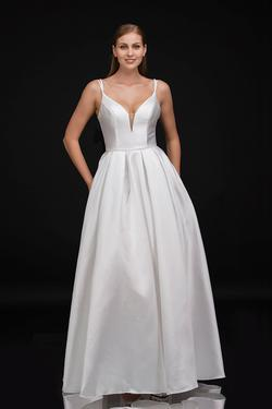 Queenly size 8 Nina Canacci White Ball gown evening gown/formal dress