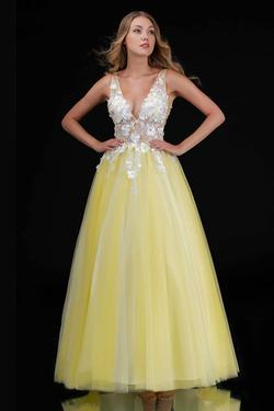 Queenly size 12 Nina Canacci Yellow Ball gown evening gown/formal dress