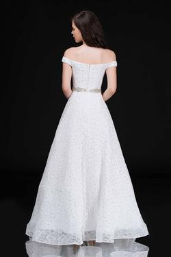 Style 5146 Nina Canacci White Size 10 A-line Dress on Queenly