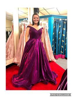 Ellie Wilde Purple Size 12 Prom Velvet Ball gown on Queenly