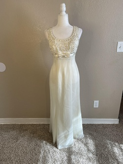 De Laru White Size 4 Prom A-line Dress on Queenly