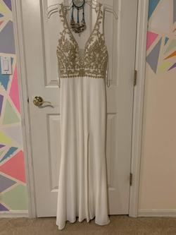 White Size 2 Straight Dress on Queenly