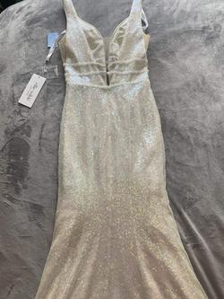 Style nan Ellie Wilde White Size 4 Prom Plunge Mermaid Dress on Queenly
